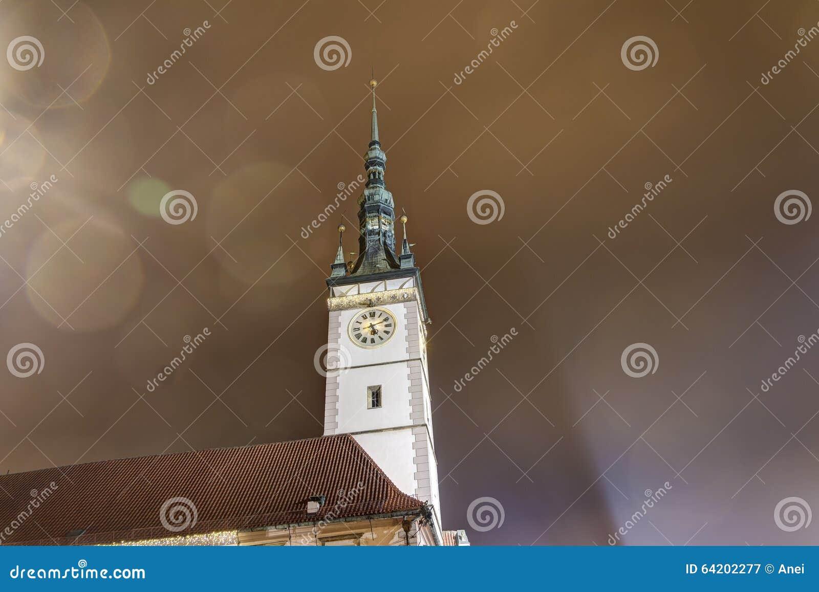 Foto de HDR de la torre del ayuntamiento de Olomouc en la noche, República Checa