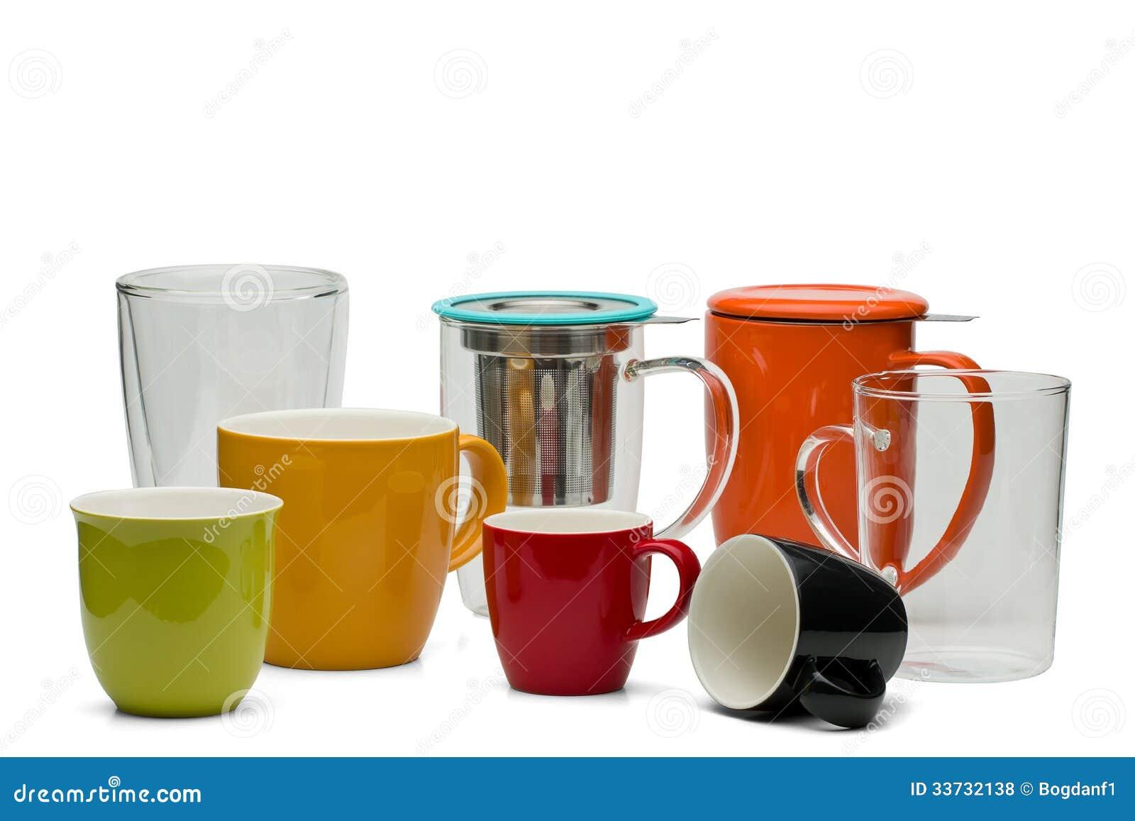 Foto de la categoría con las tazas, las tazas y los vidrios de la porción del té