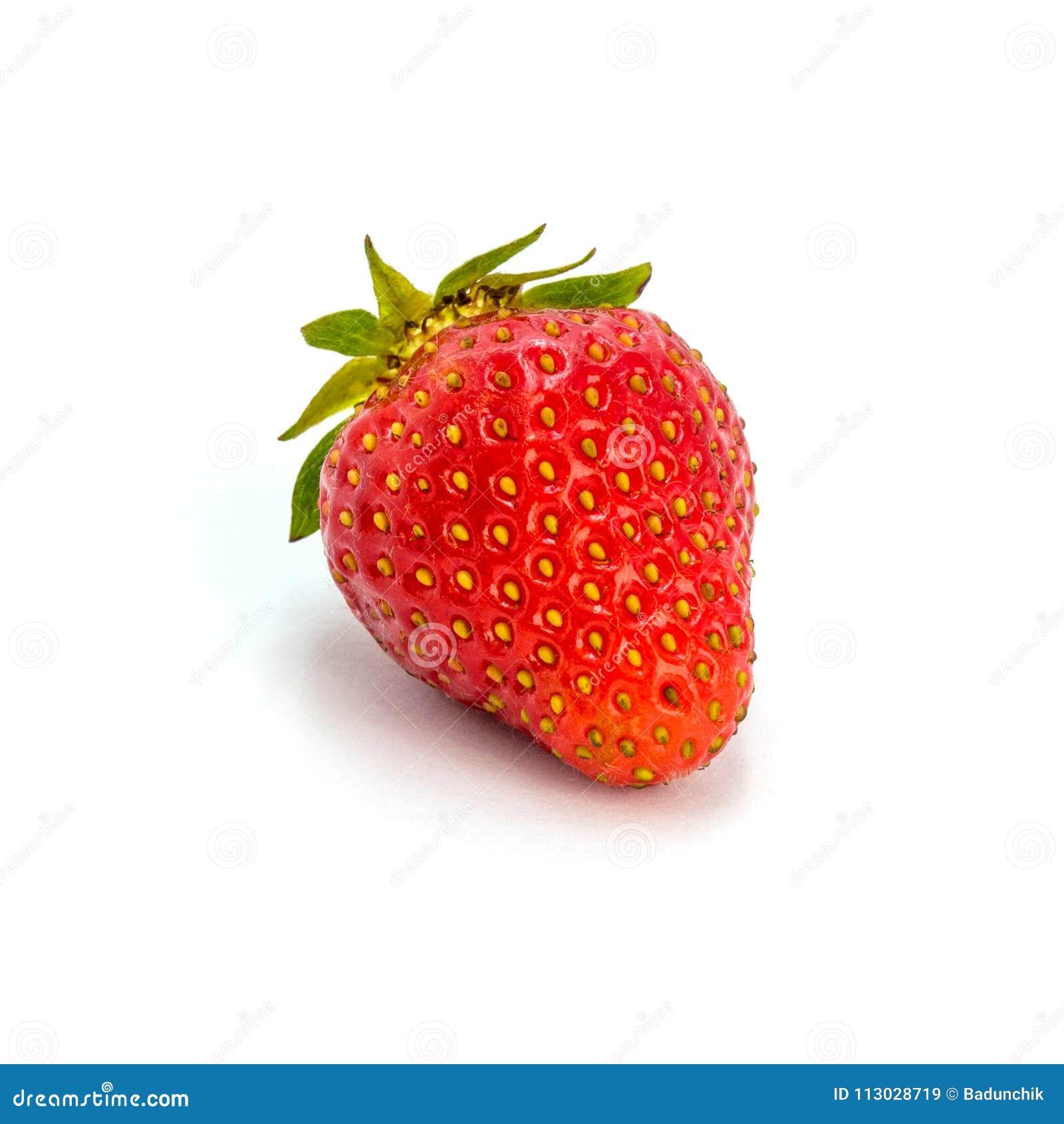 Foto de la fresa roja aislada en el fondo blanco