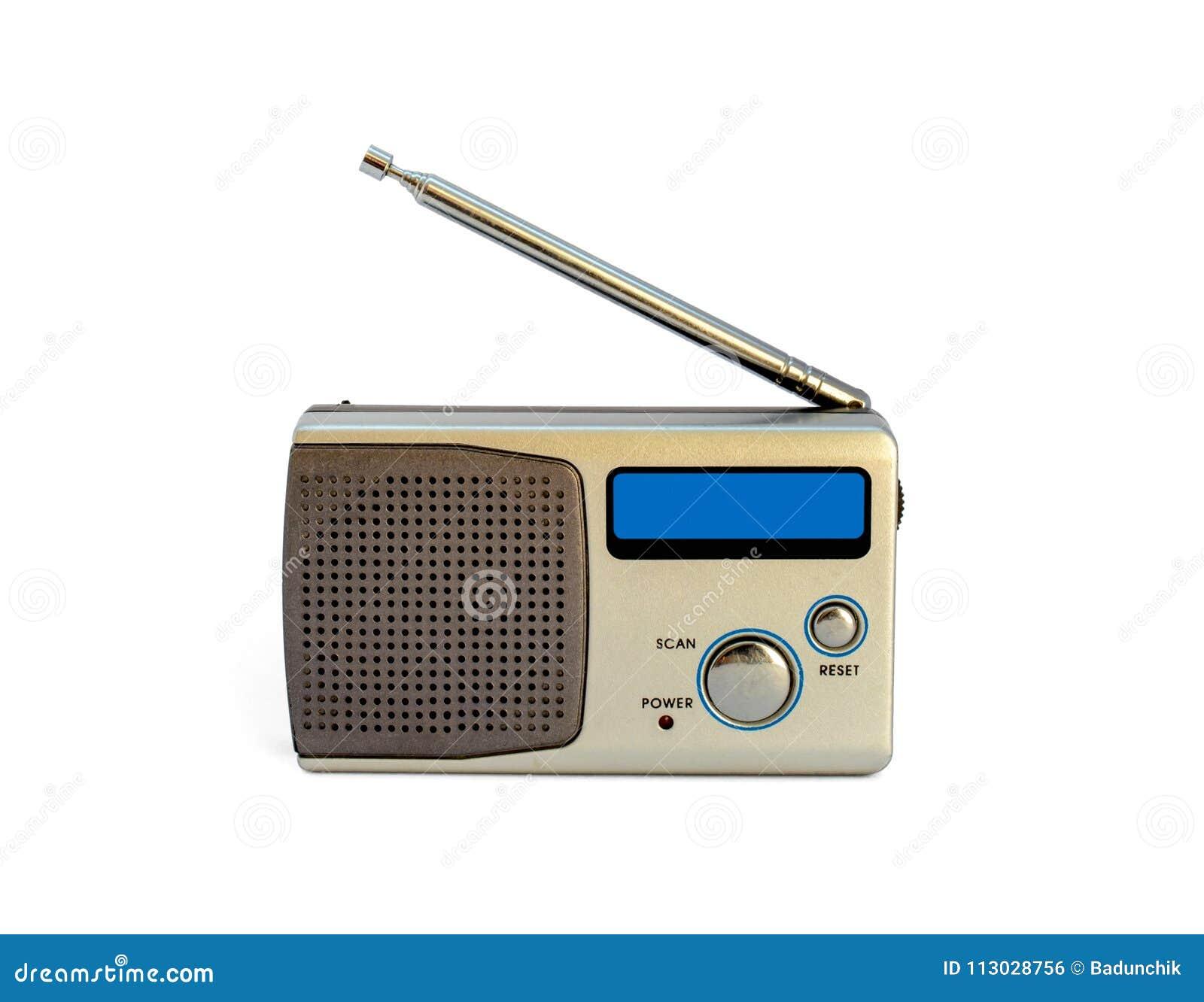 Foto de la mini radio aislada en el fondo blanco