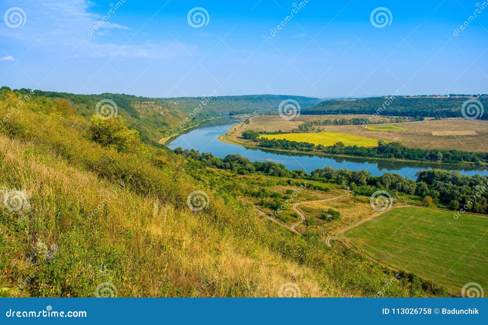 Foto de la opinión aérea del barranco magnífico del río