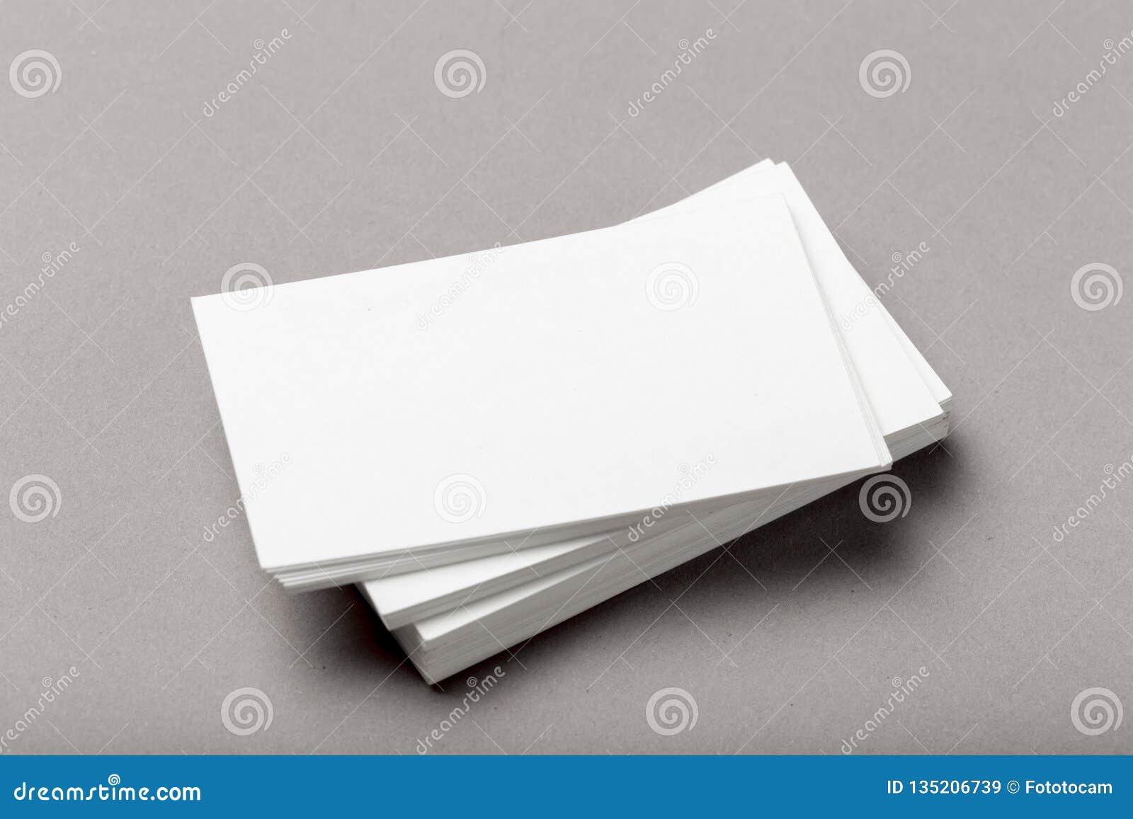 Foto de la pila de las tarjetas de visita Plantilla para la identidad de marcado en caliente
