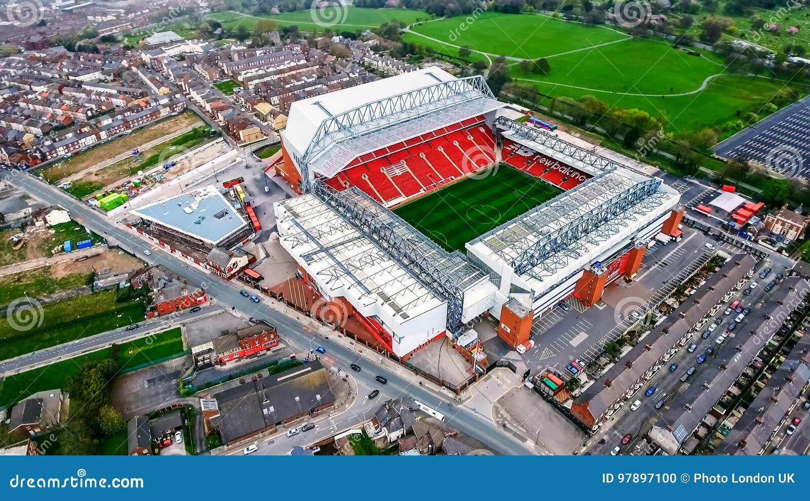 Foto de la visión aérea del estadio de Anfield en Liverpool Campo de fútbol y hogar icónicos de uno del ` s de Inglaterra la mayo