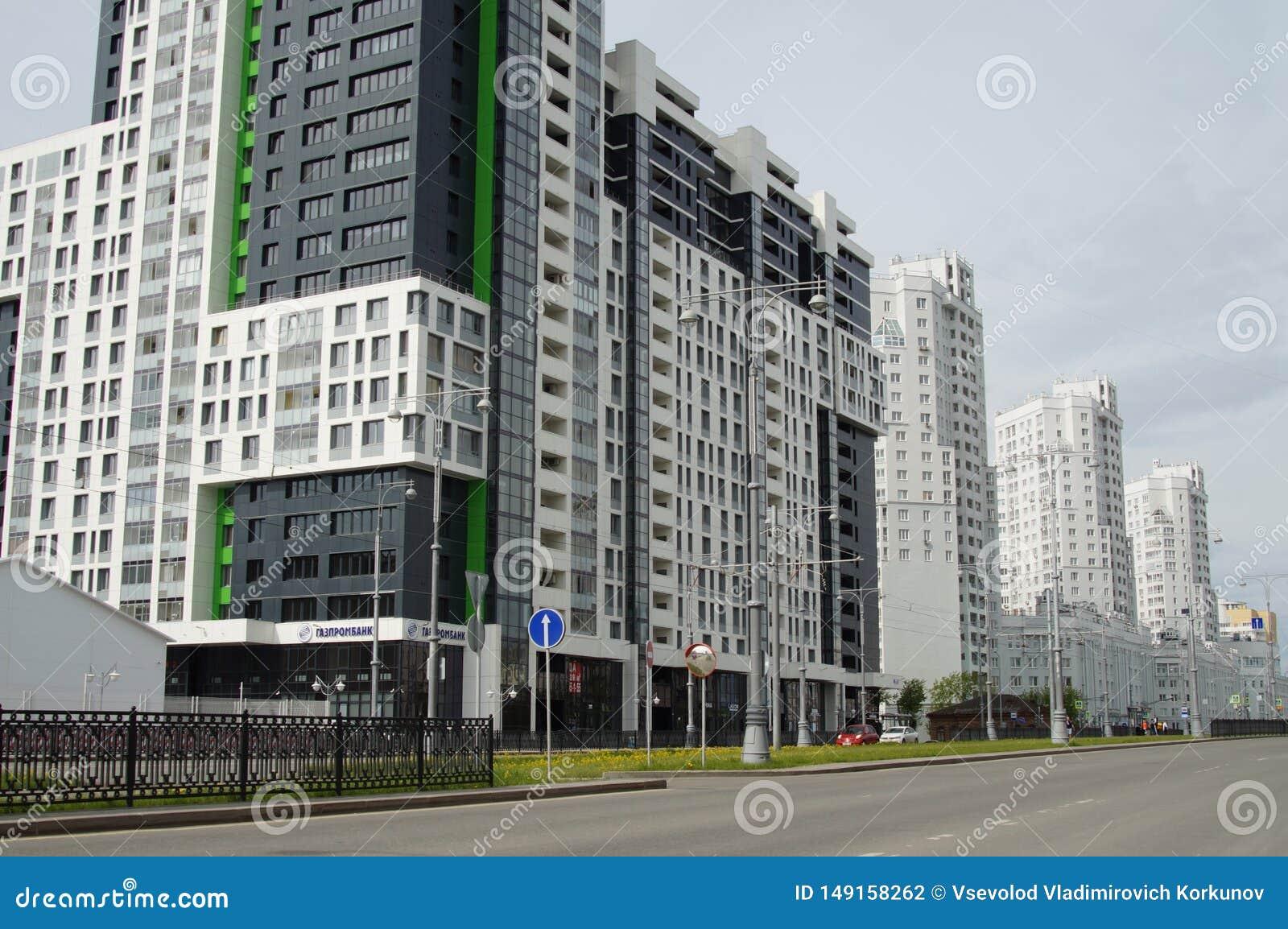Foto de los fragmentos de nuevos edificios en la calle Tatishchev