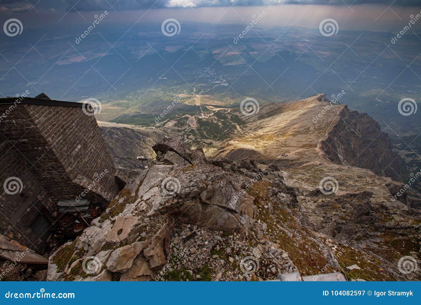 Foto de montanhas altas bonitas de Tatra, Eslováquia, Europa