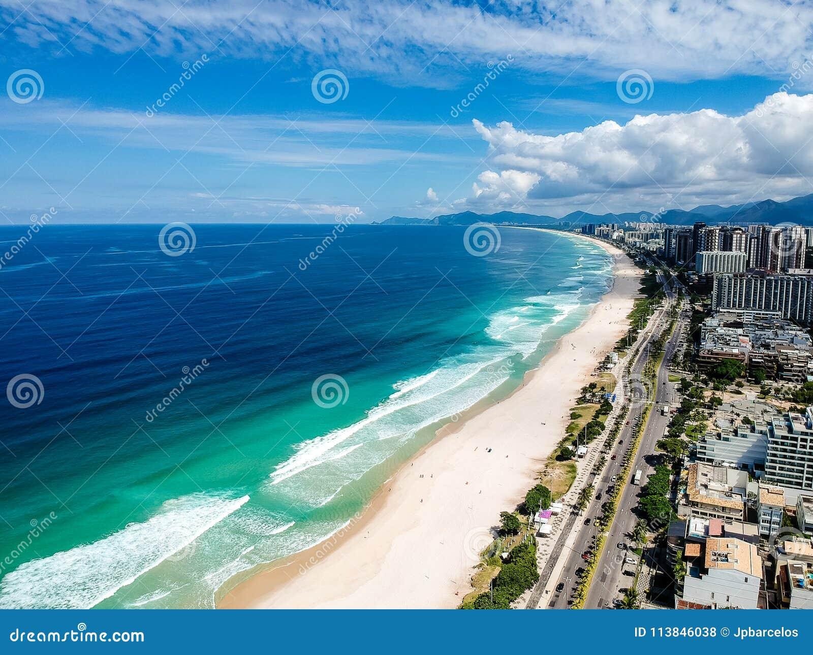Foto del abejón de la playa de Barra da Tijuca, Rio de Janeiro, el Brasil