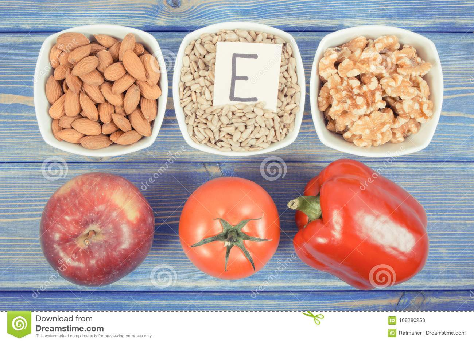 Foto del vintage, productos, ingredientes que contienen la vitamina E y la fibra dietética, concepto sano de la nutrición