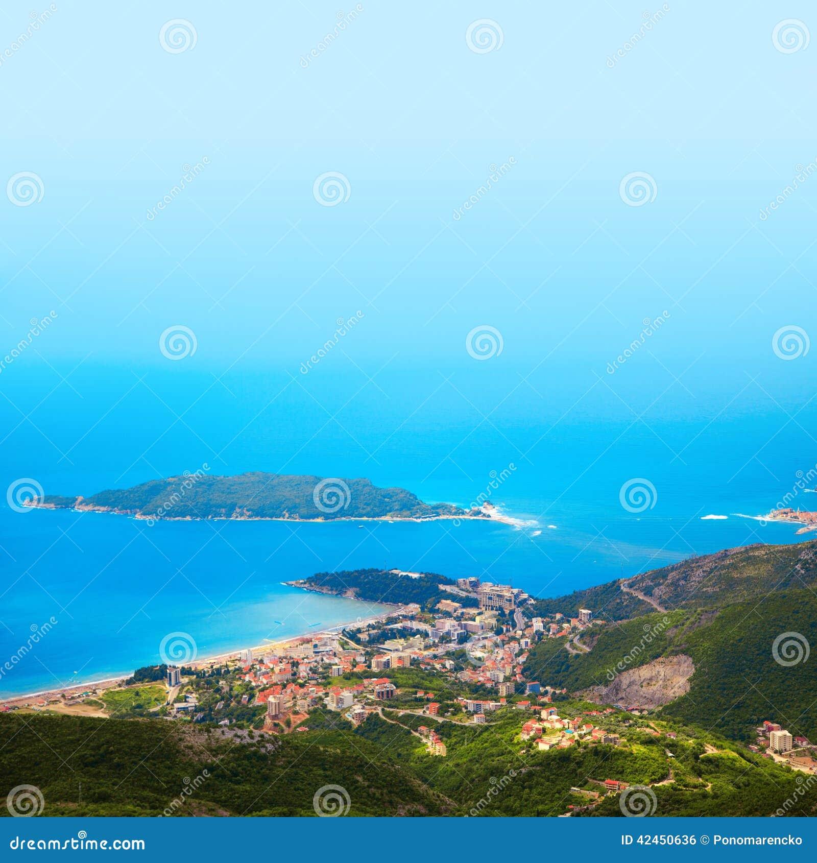 Foto der Stadt auf Küste von der VogelSideansicht