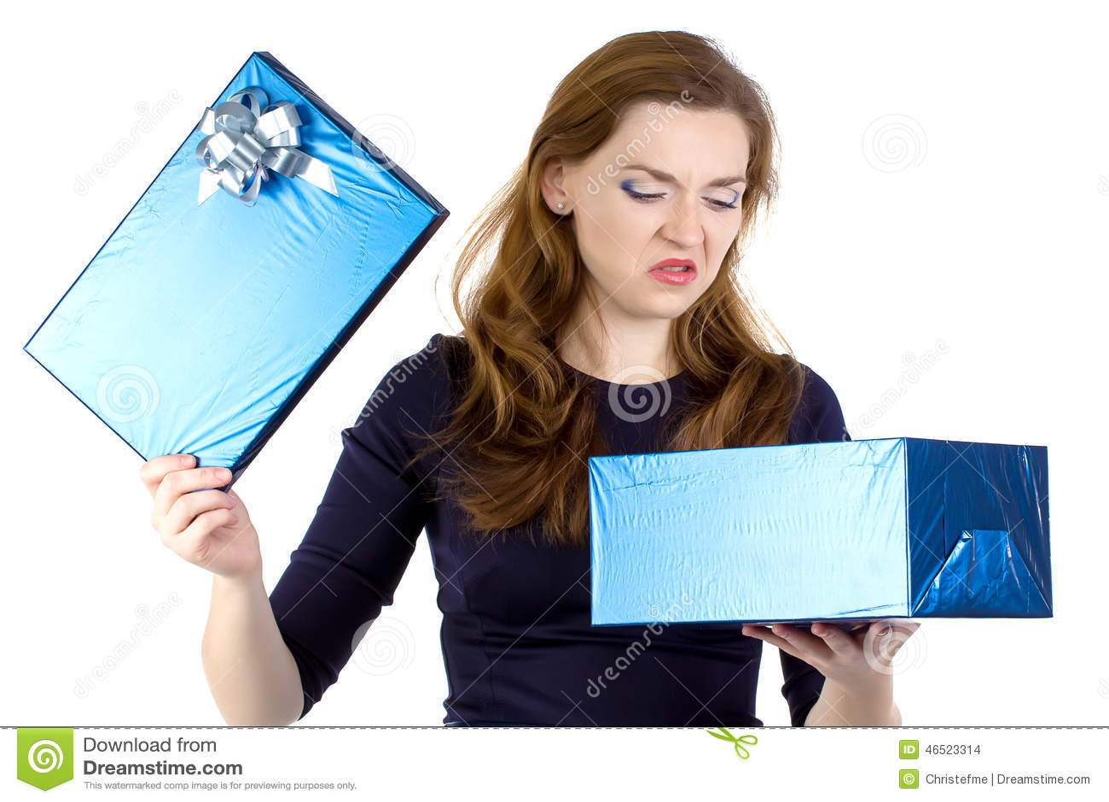 Foto der verschroben Frau empfing das Geschenk