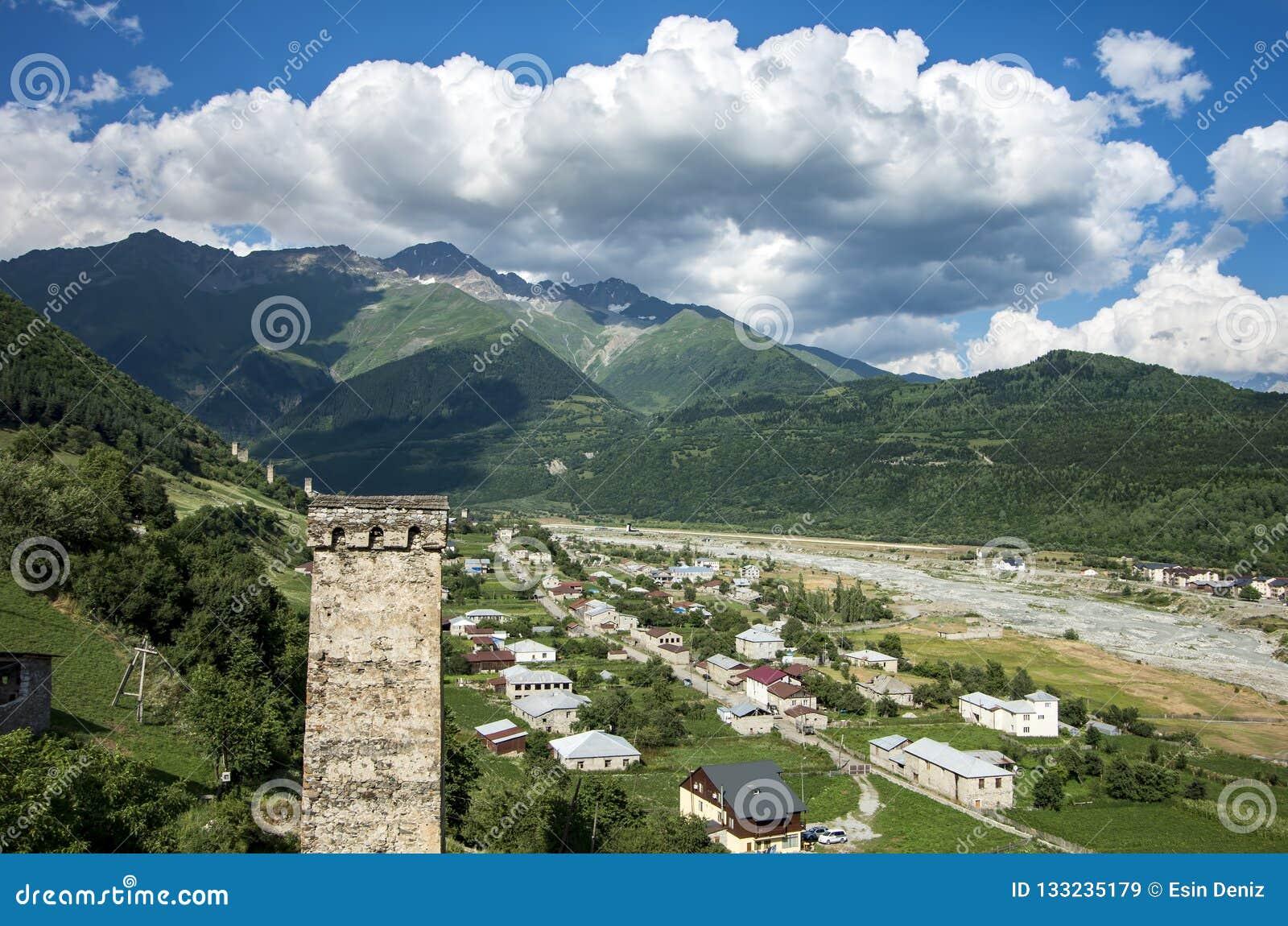 Foto di concetto di turismo di viaggio Georgia/Svaneti/Mestia