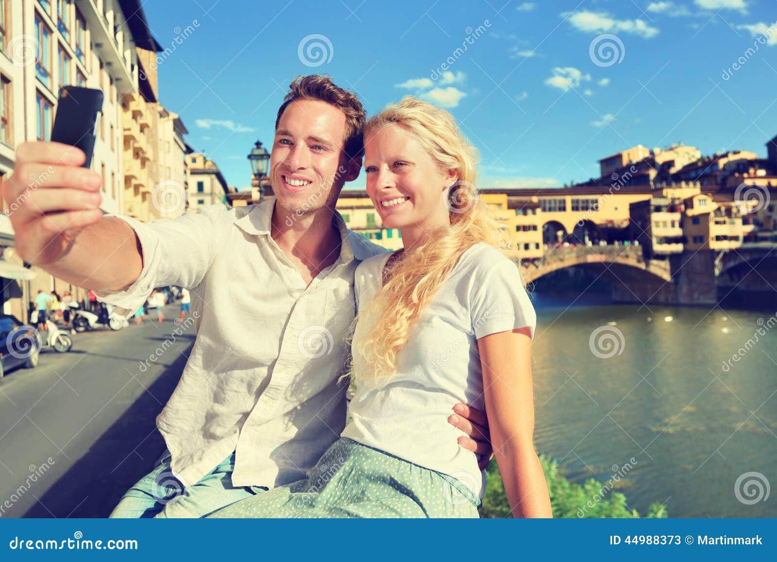 Foto di Selfie dalle coppie che viaggiano a Firenze