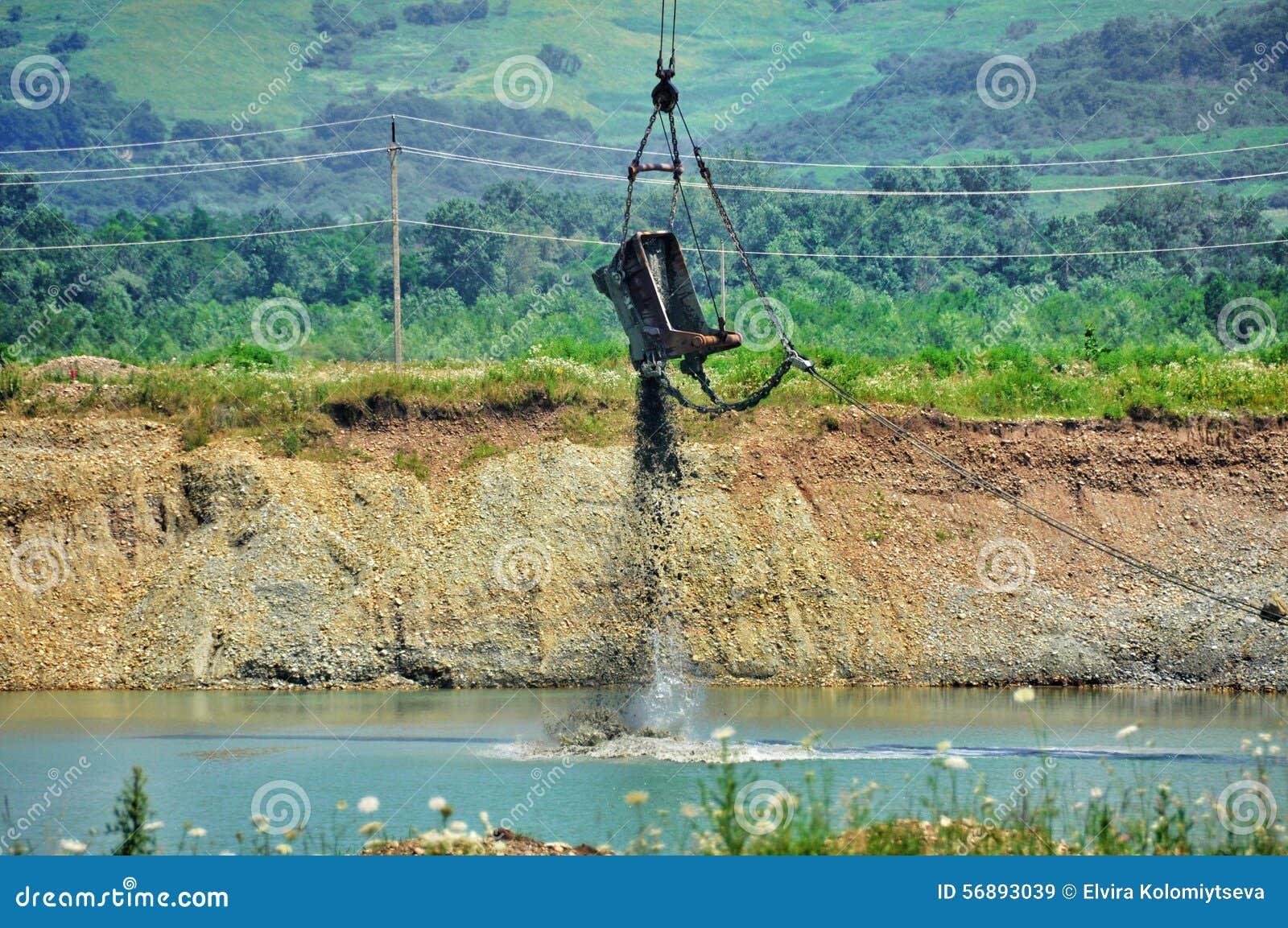 Foto di un escavatore gigante della cava