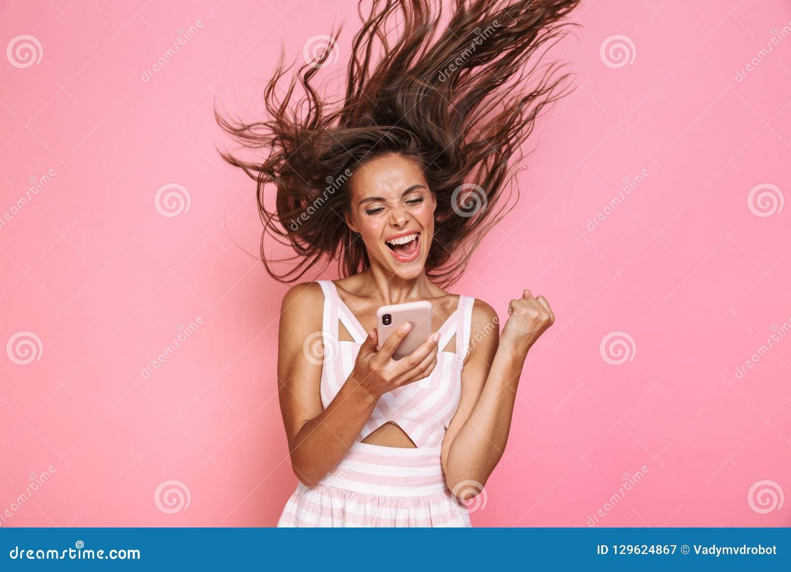 Foto die van mooie vrouwenjaren  20 kleding dragen die en smar glimlachen houden