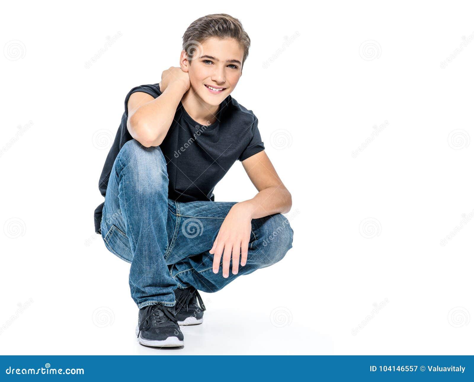 Foto do menino feliz novo adolescente adorável