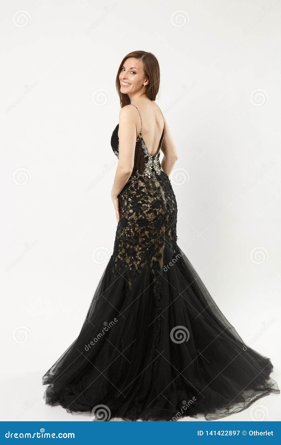 Foto integral de la mujer del modelo de moda que lleva la presentación elegante del vestido del negro del vestido de noche aislad
