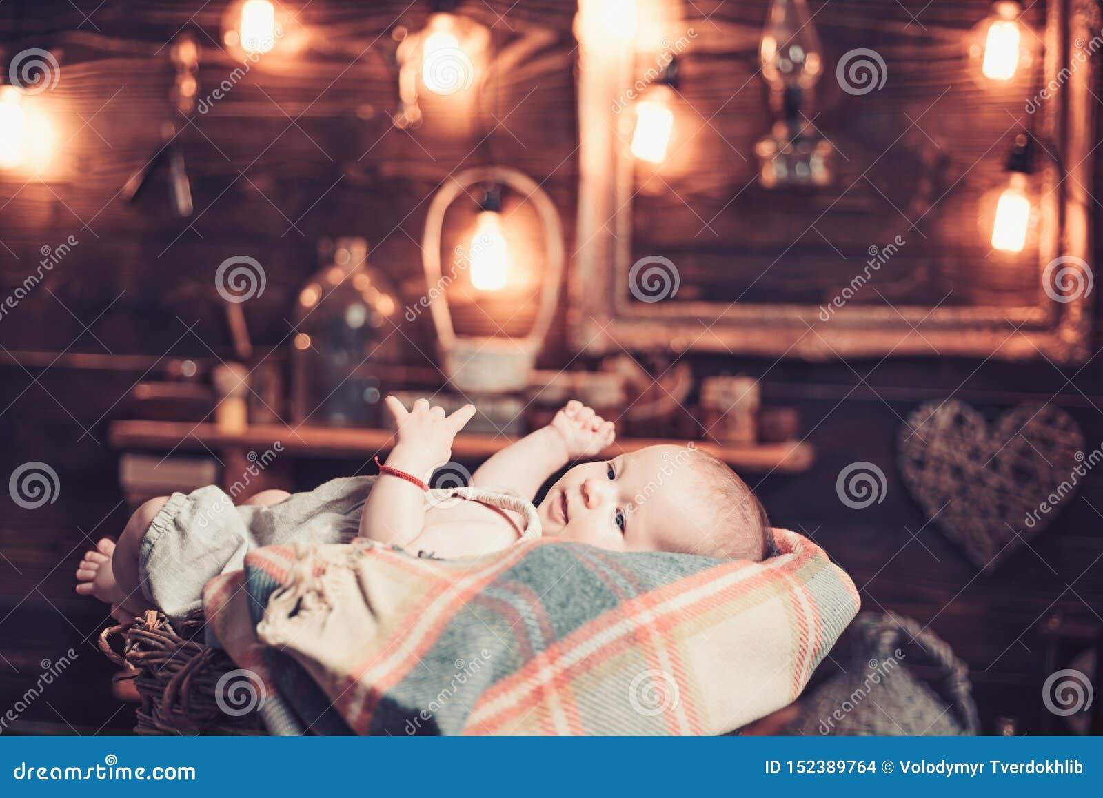 Foto linda Familia Cuidado de ni?os El d?a de los ni?os ni?ez y felicidad Peque?a muchacha con la cara linda parenting Dulce