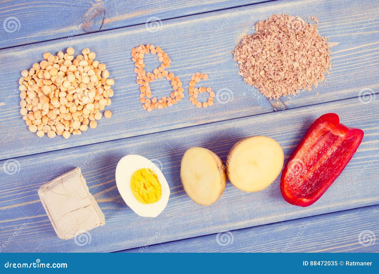 Foto, produtos e ingredientes do vintage contendo a vitamina B6 e a fibra dietética, nutrição saudável