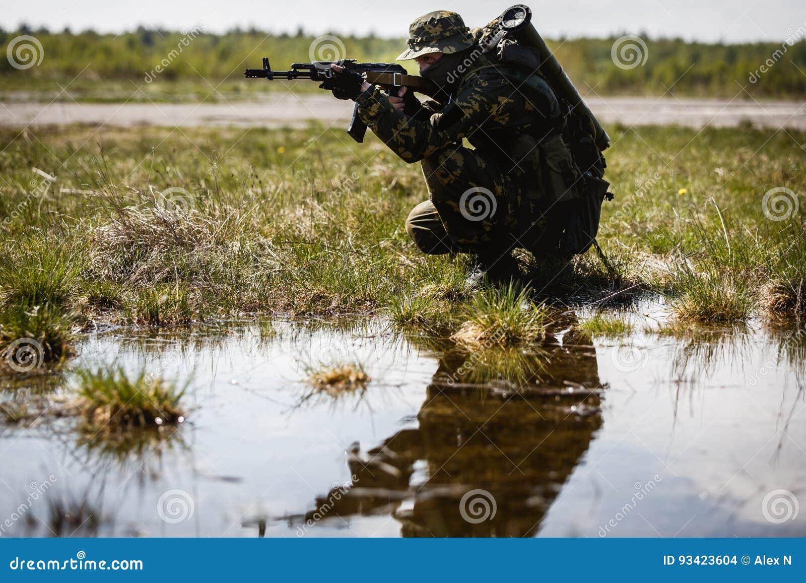 Foto van de mens met kanon