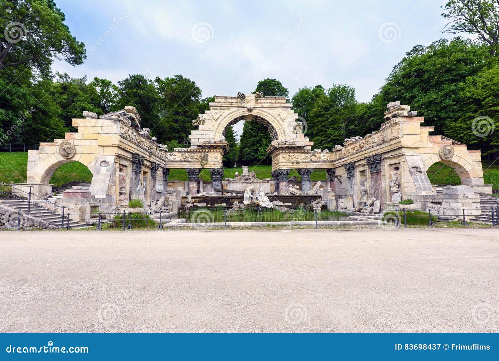 Fotoet av antikt roman fördärvar springbrunnen