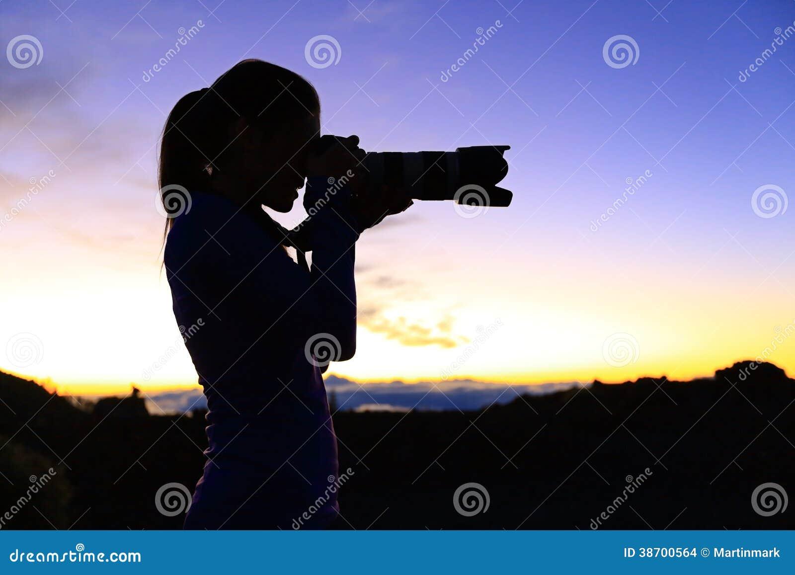 Fotograaf die beelden met SLR-camera nemen