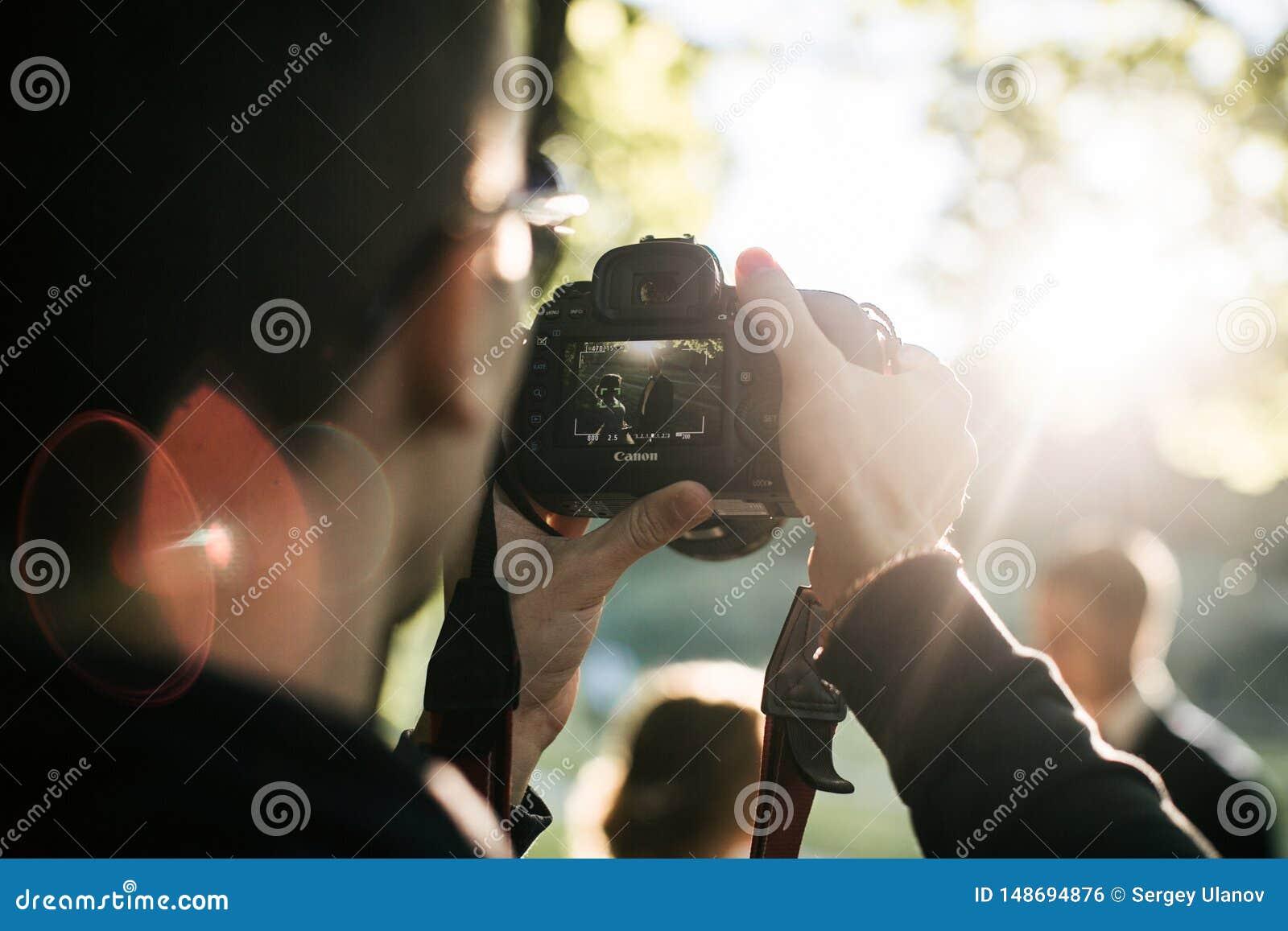 Fotograafspruiten op Canon-camera in de zomer