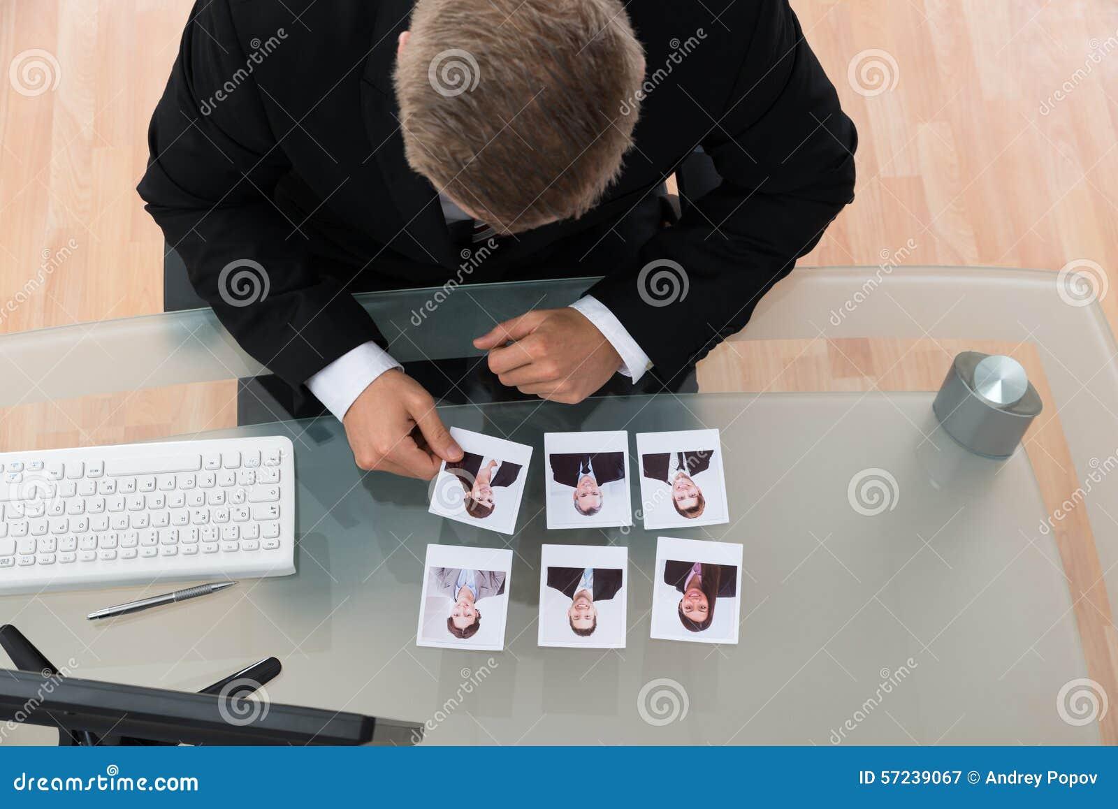 Fotografía de Looking At Candidates del hombre de negocios