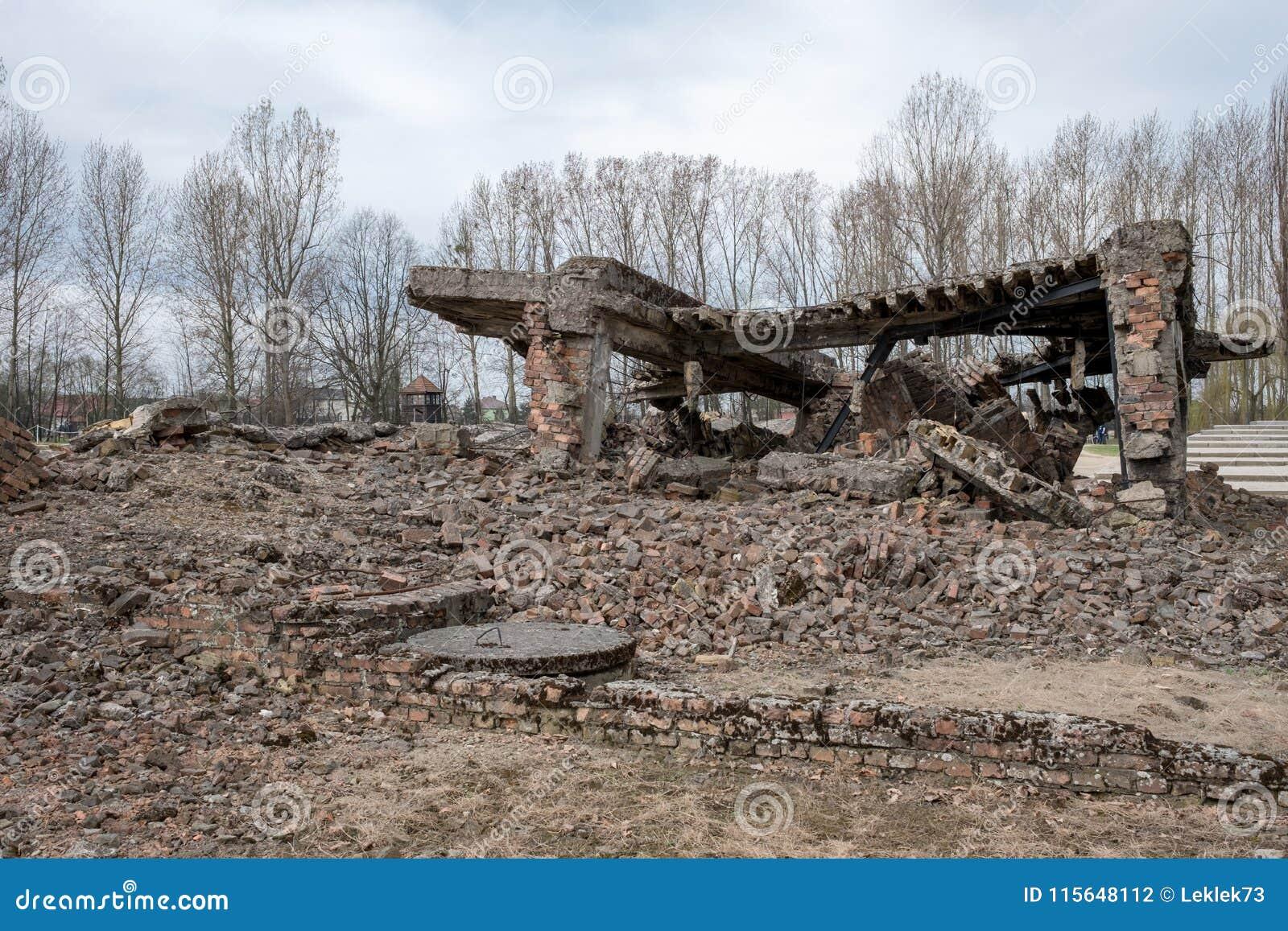 Fotografía de los restos de uno de los crematorios en el campo de concentración alemán de Auschwitz, Polonia