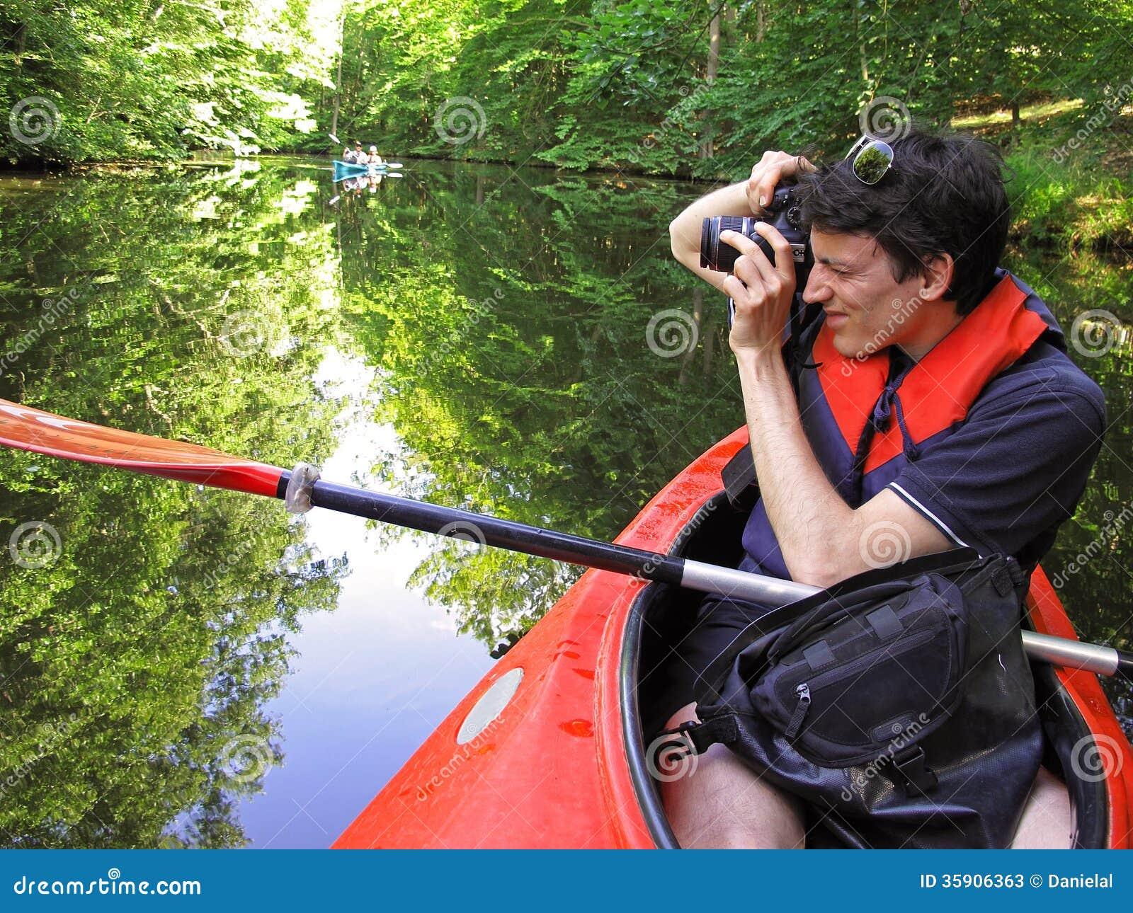 Fotograf im Kajak