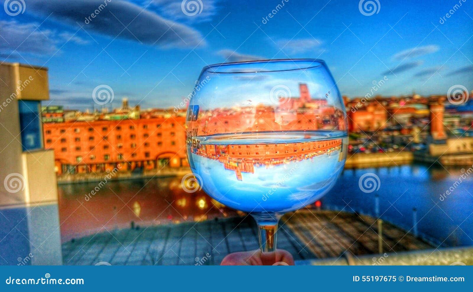 Fotografia alta do vidro de vinho da definição