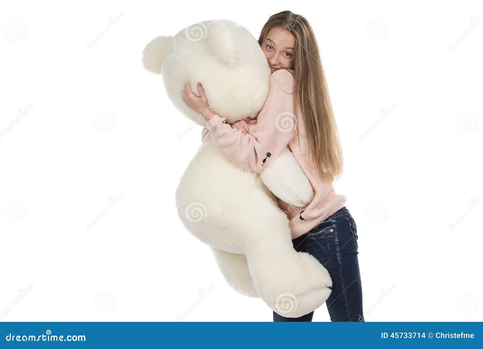Fotografia nastoletniej dziewczyny przytulenia miś