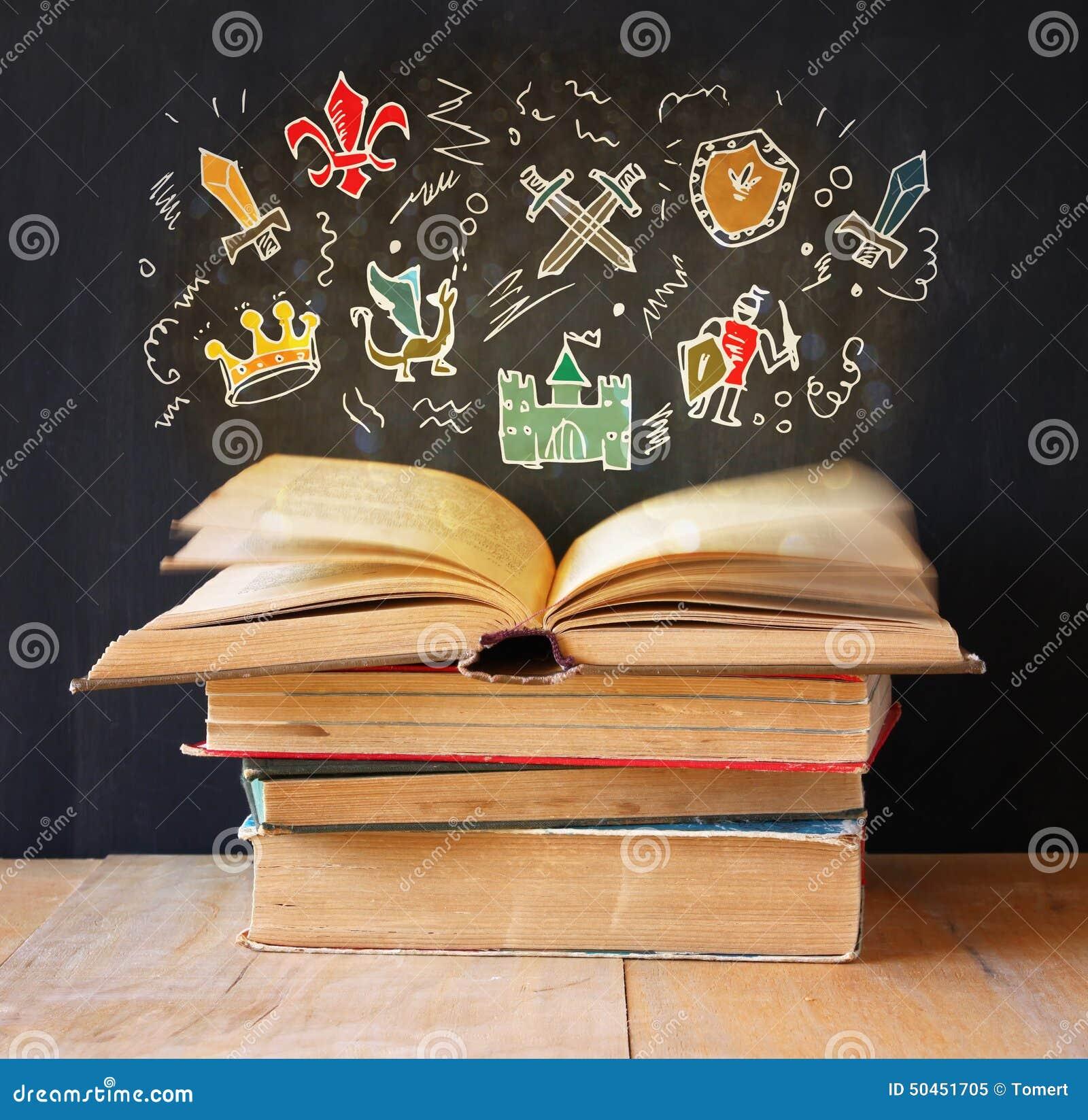 Fotografia sterta stare książki odgórna książka jest otwarta z setem infographics wyobraźni i edukaci pojęcie