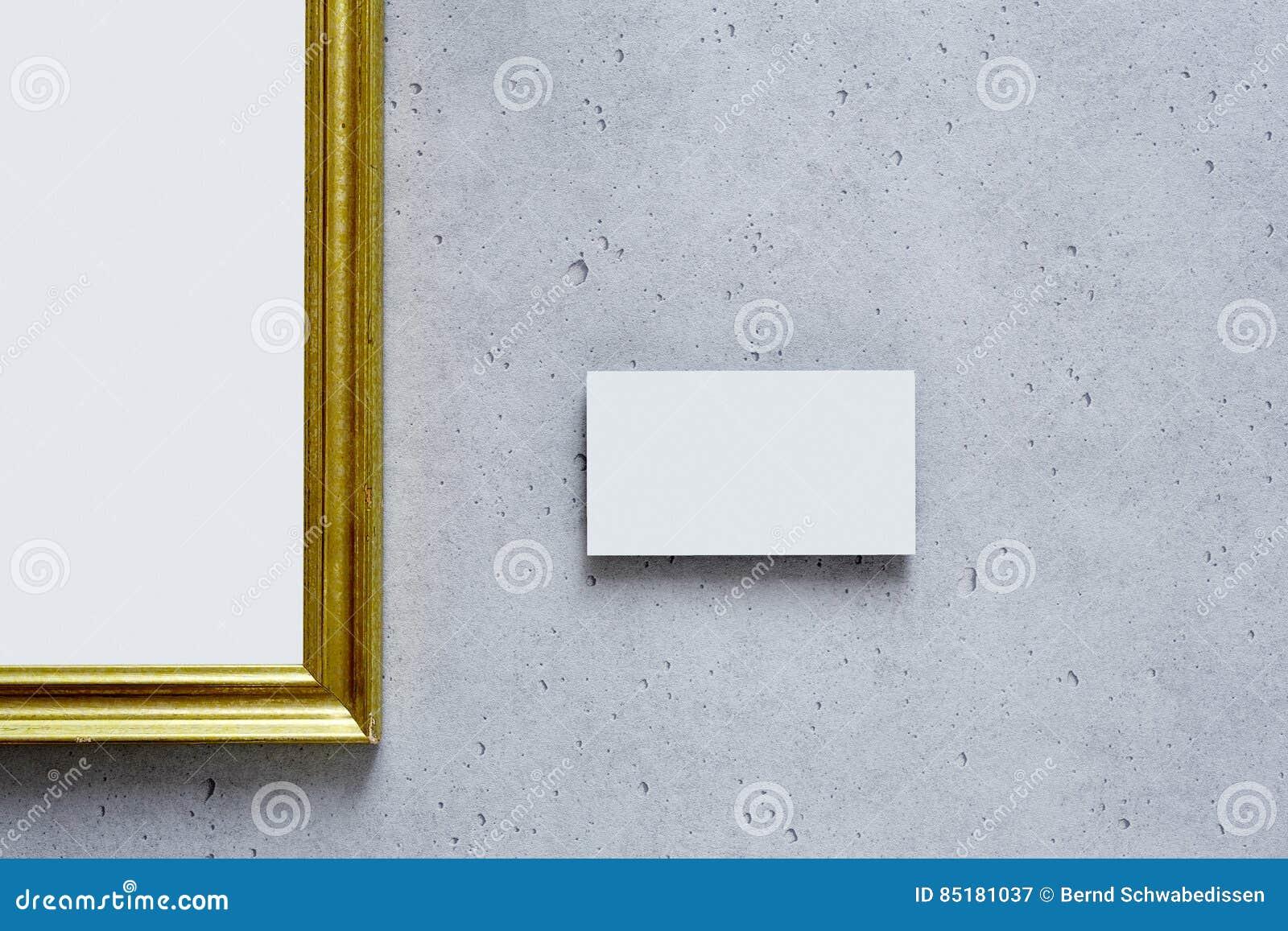 Fotografie Im Goldenen Rahmen In Der Modernen Galerie Stockbild ...