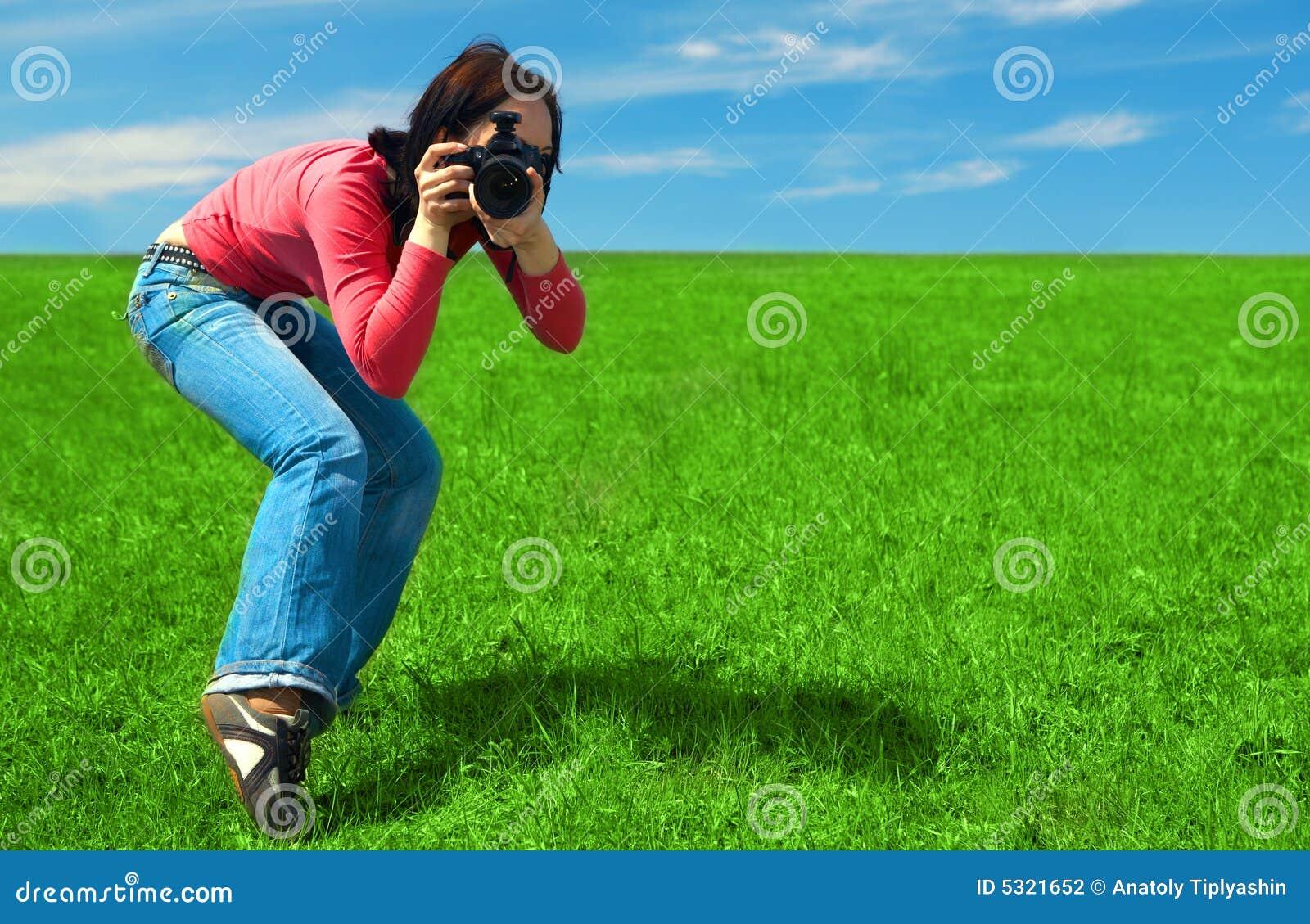 Download Fotografo della donna fotografia stock. Immagine di pascolo - 5321652