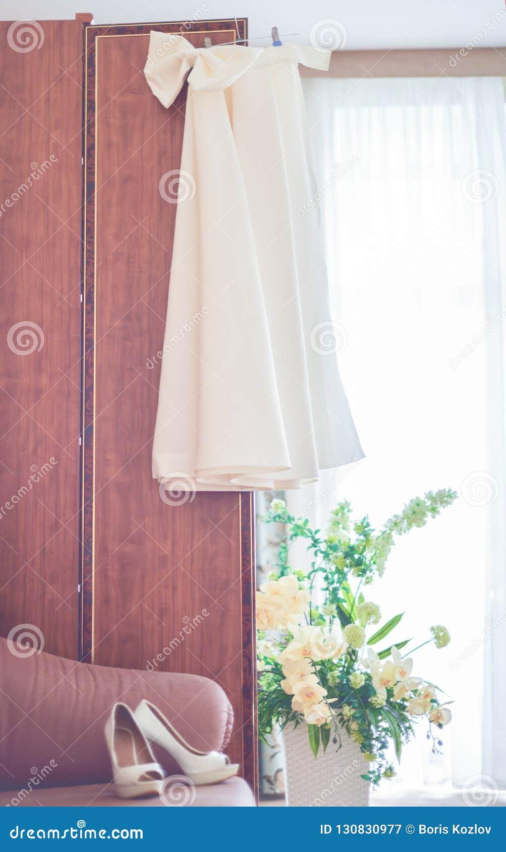 Fotographia verticale Preparazioni per le nozze