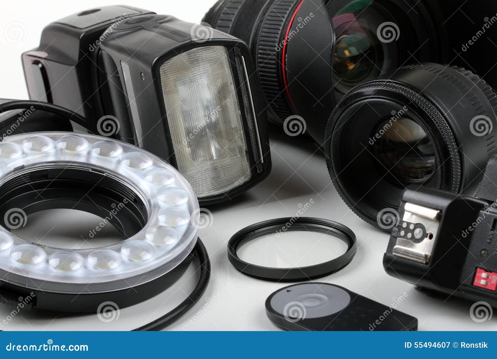 fotolenzen en materiaal op witte lijst stock foto