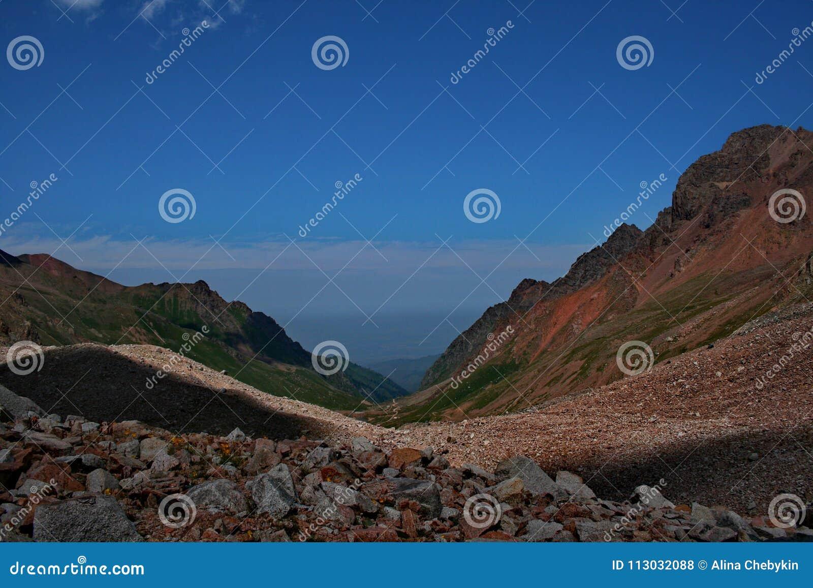 Fotos de las montañas en Kazajistán