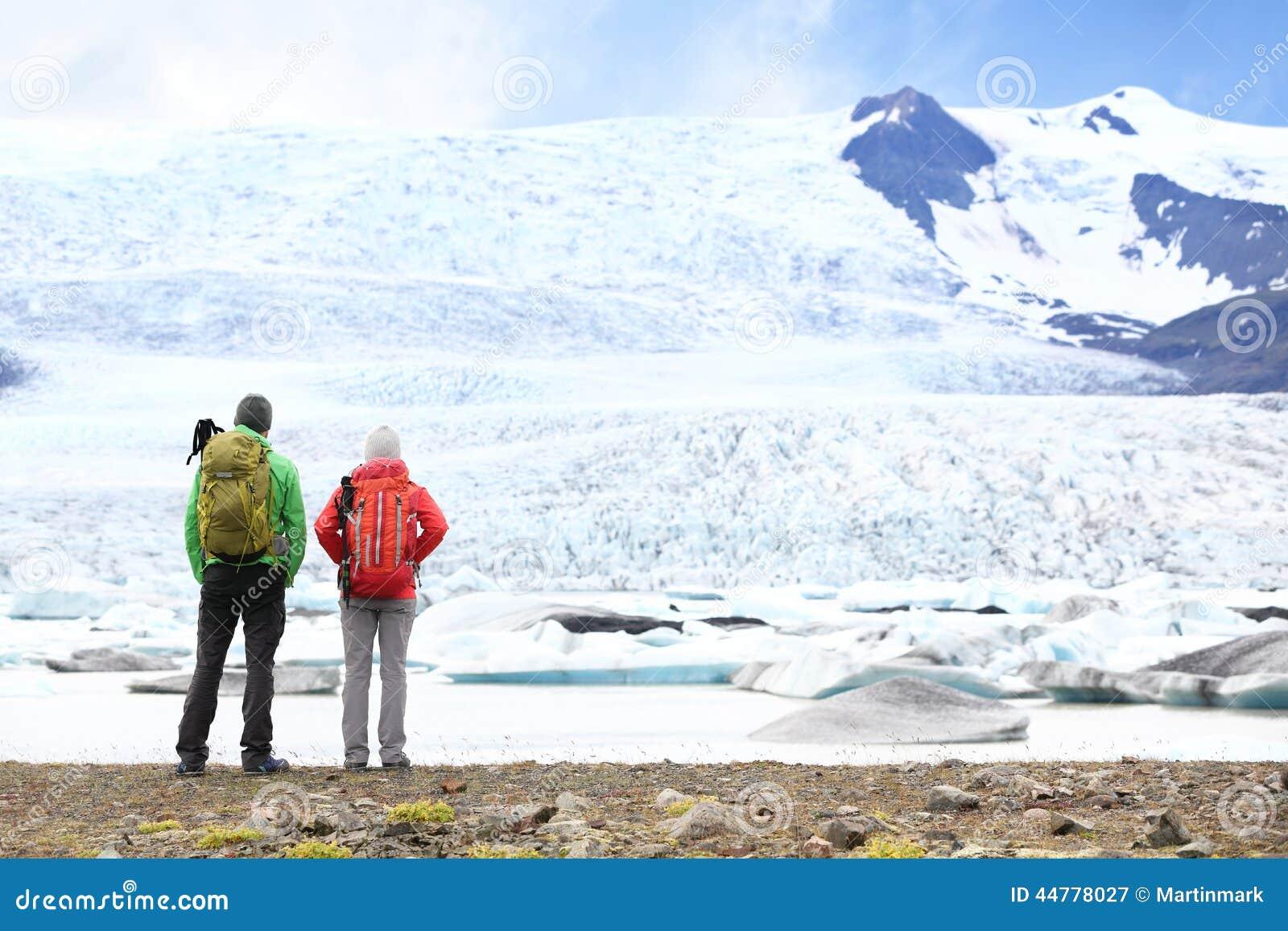 Fotvandra affärsföretagloppfolk på Island