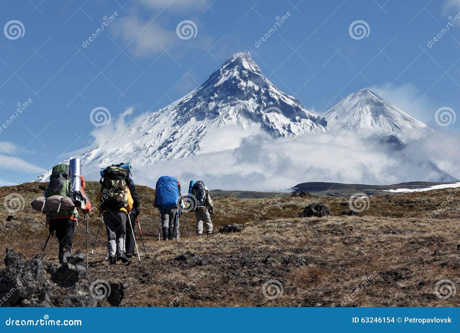Fotvandra på Kamchatka: handelsresande går till berg