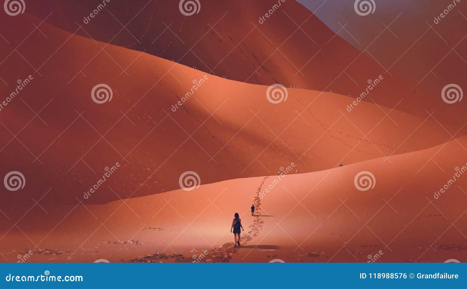 Fotvandrare klättrar upp till den röda öknen