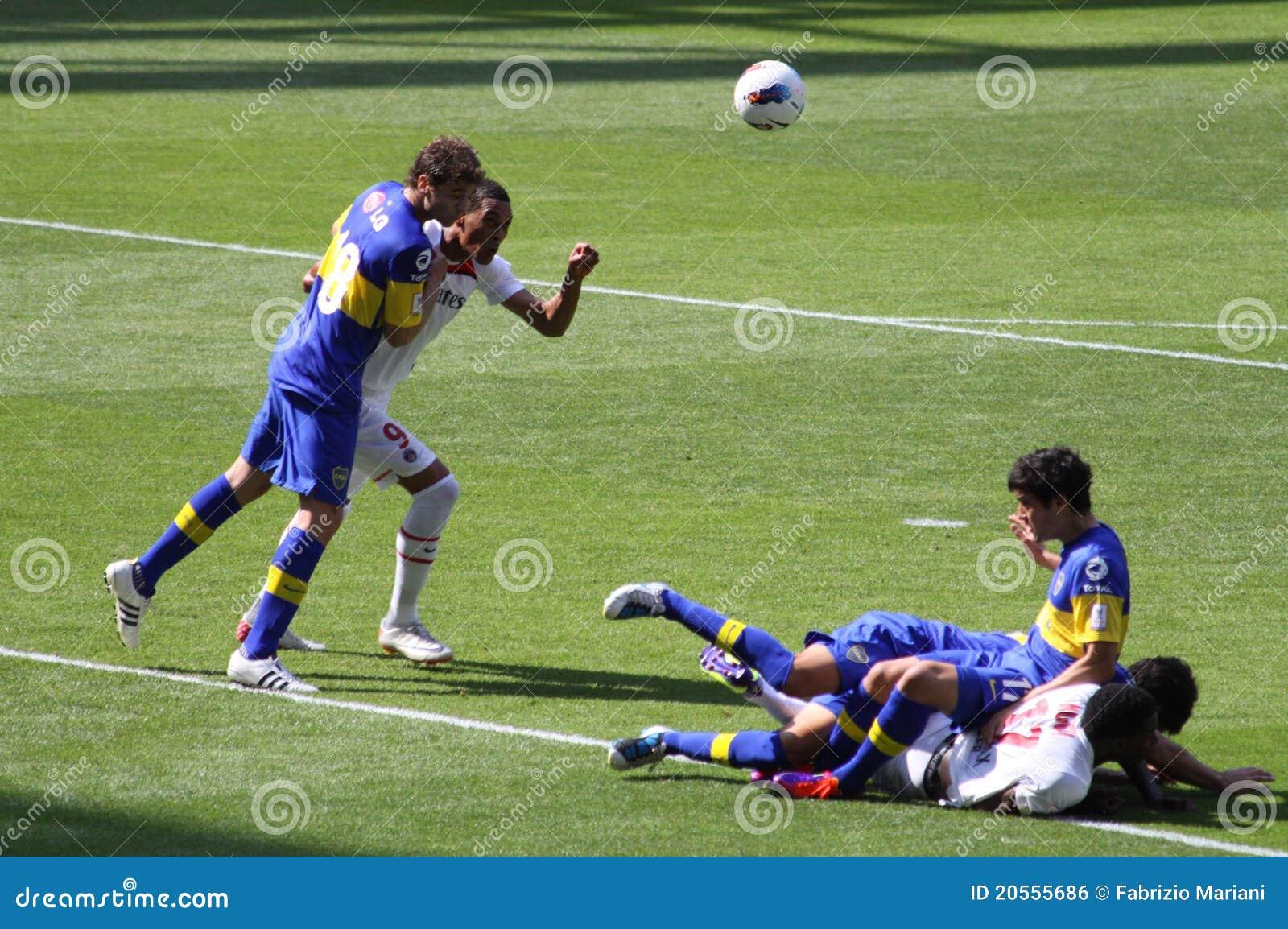 Foul da penalidade no copo dos emirados