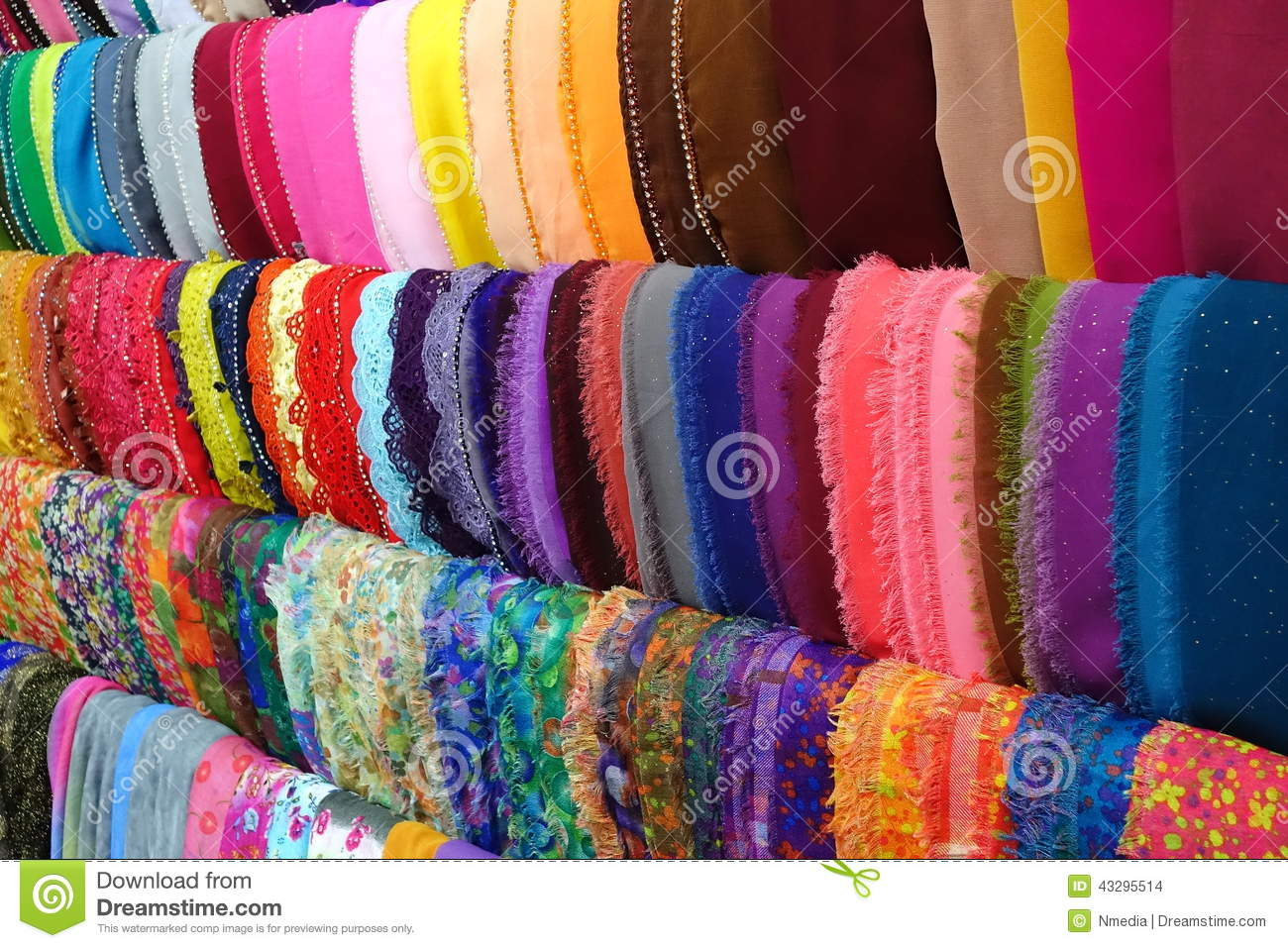 d0b2b2f880a0 Foulard coloré de mode photo stock. Image du indonésie - 43295514