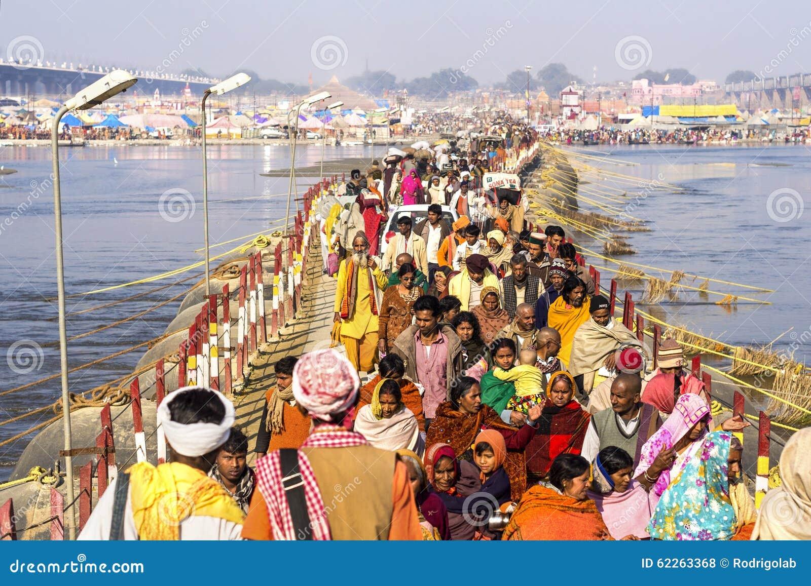 Foule chez Kumbh Mela Festival dans Allahabad, Inde