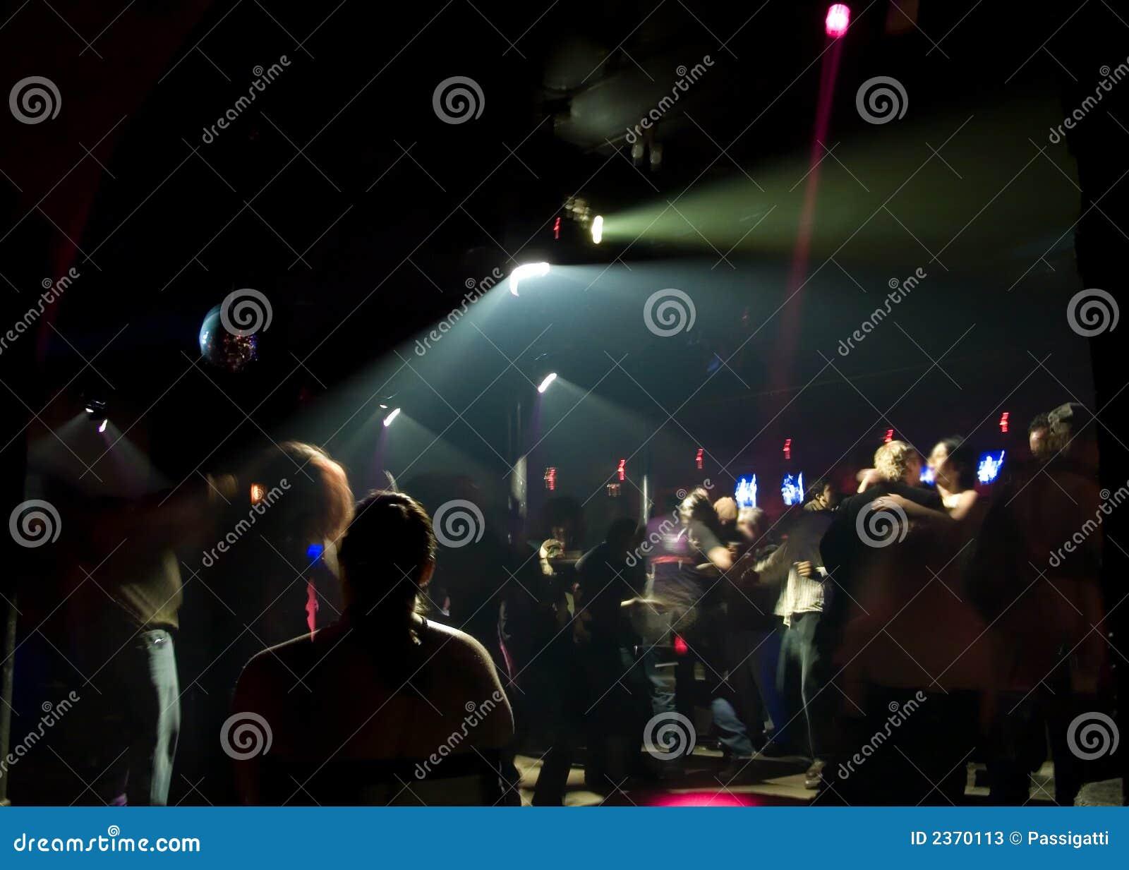 Foule de danse de boîte de nuit