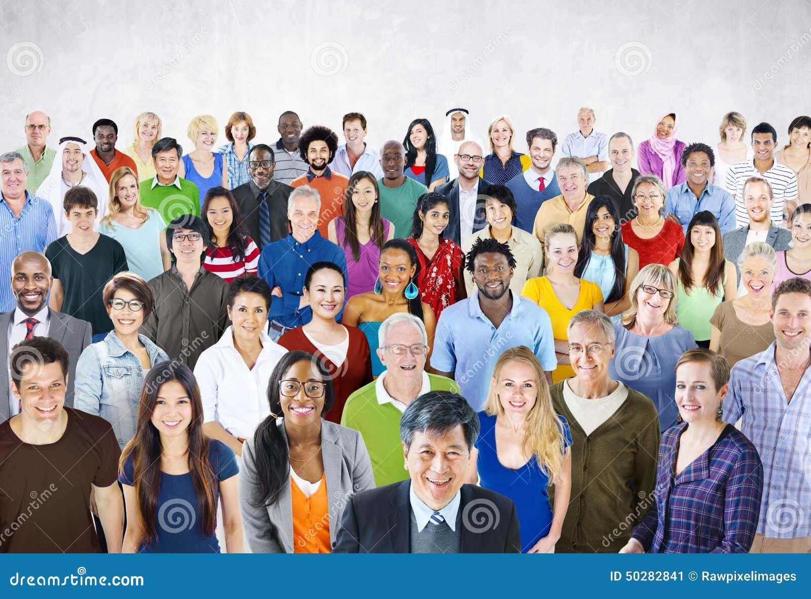 Foule grand groupe de personnes le concept multi-ethnique de diversité