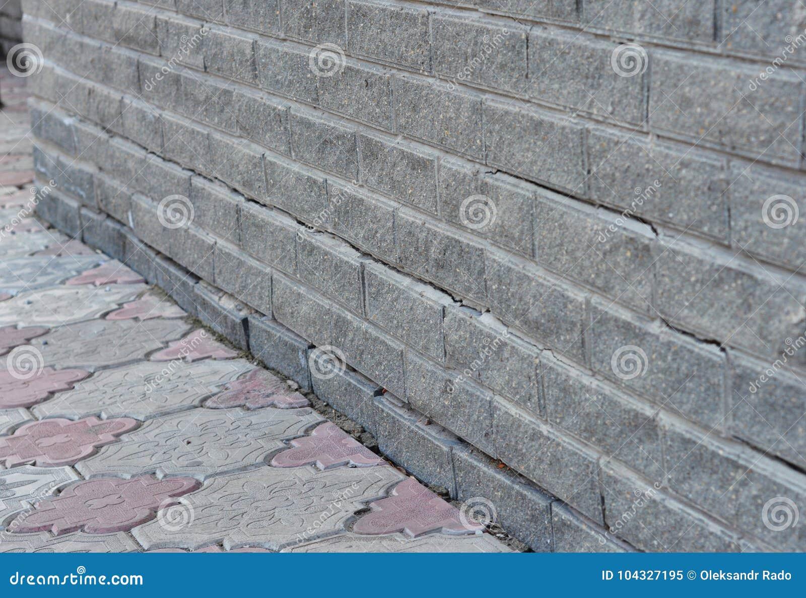 repair crack in foundation wall