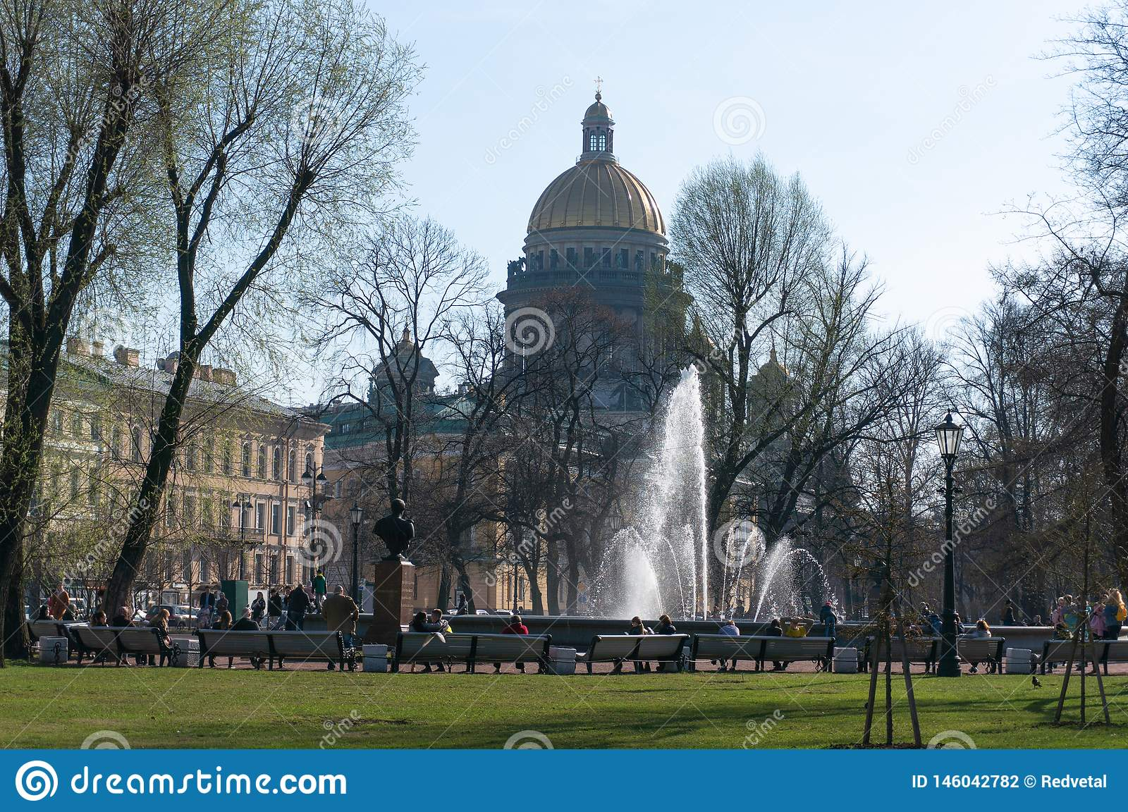 The fountain at the main entrance to the Admiralty building in St. Petersburg. People walk around