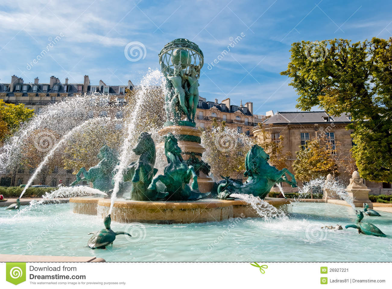 Fountain of the observatory luxembourg gardens stock for Buvette des marionnettes du jardin du luxembourg