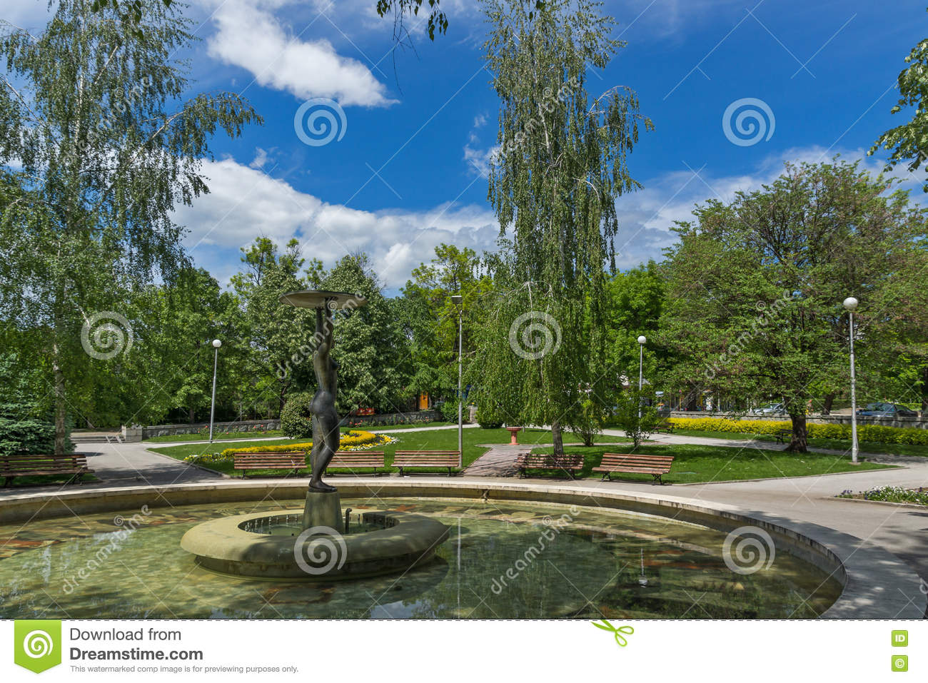 Fountain and park in the center of the town of hisarya for Park towne