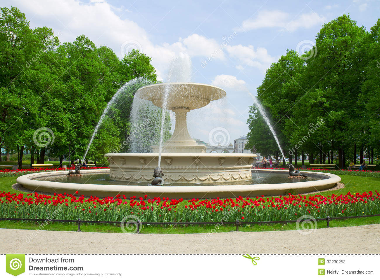 Fountain In Park, Warsaw, Poland Stock Photos - Image: 32230253