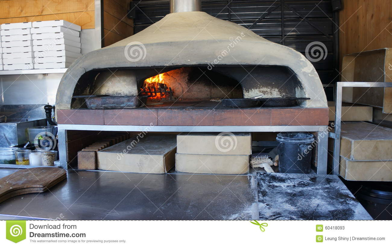 four de pizza mis le feu par bois italien photo stock image 60418093. Black Bedroom Furniture Sets. Home Design Ideas